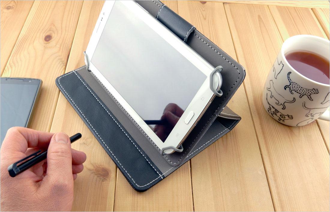 pokrowiec na tablet 7 cali w pozycji poziomej