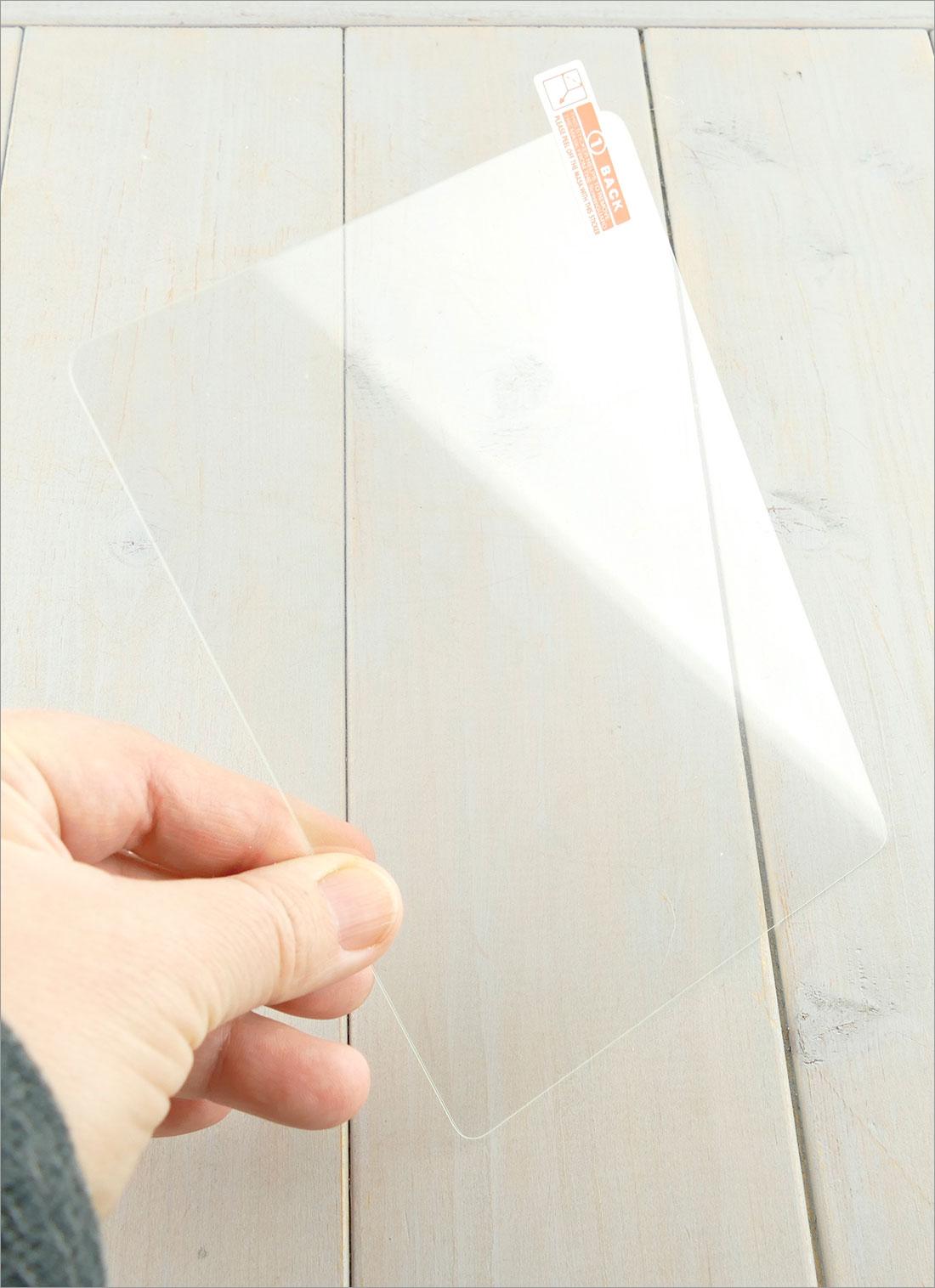 Szkło hartowane w dłoniach - Amazon Kindle Paperwhite 2018