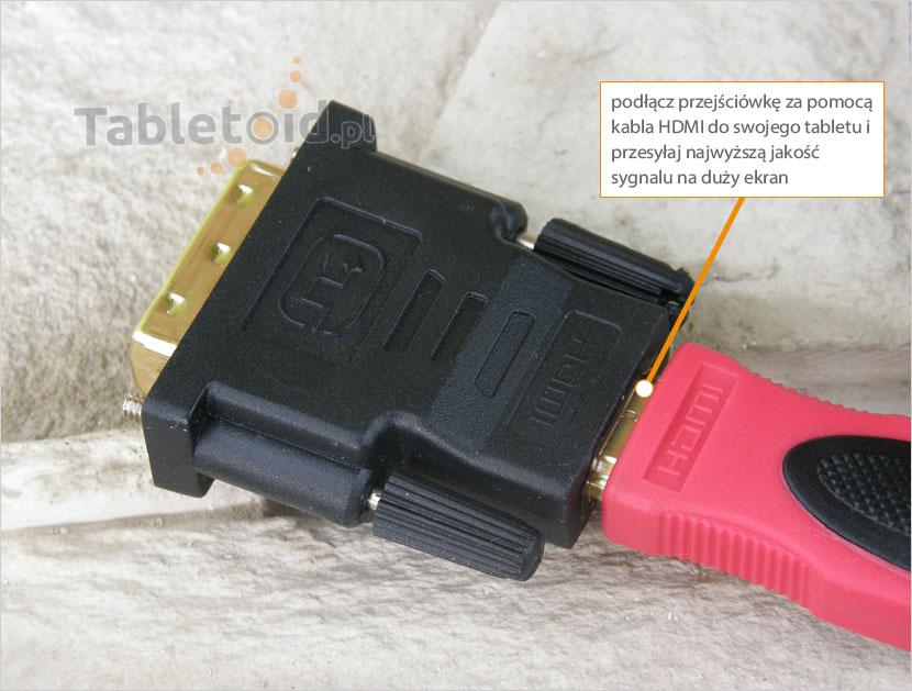 adapter wideo z podłączonym kablem HDMI